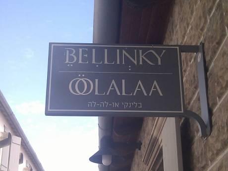 Bellinky Oolalaa. צירי ב־B, חיריק ב־L הראשונה, שווא ב־N, האותיות O מחוברות ויש מעליהן שתי נקודות