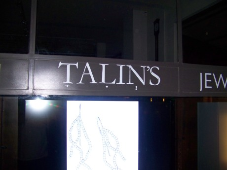 TALIN'S. קמץ ב־T, חיריק ב־L, שווא ב־N.