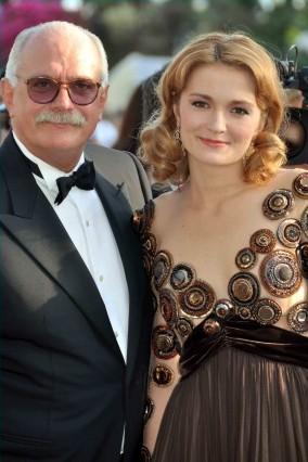 ניקיטה מיכלקוב עם בתו נדייז׳דה. צלם: Georges Biard